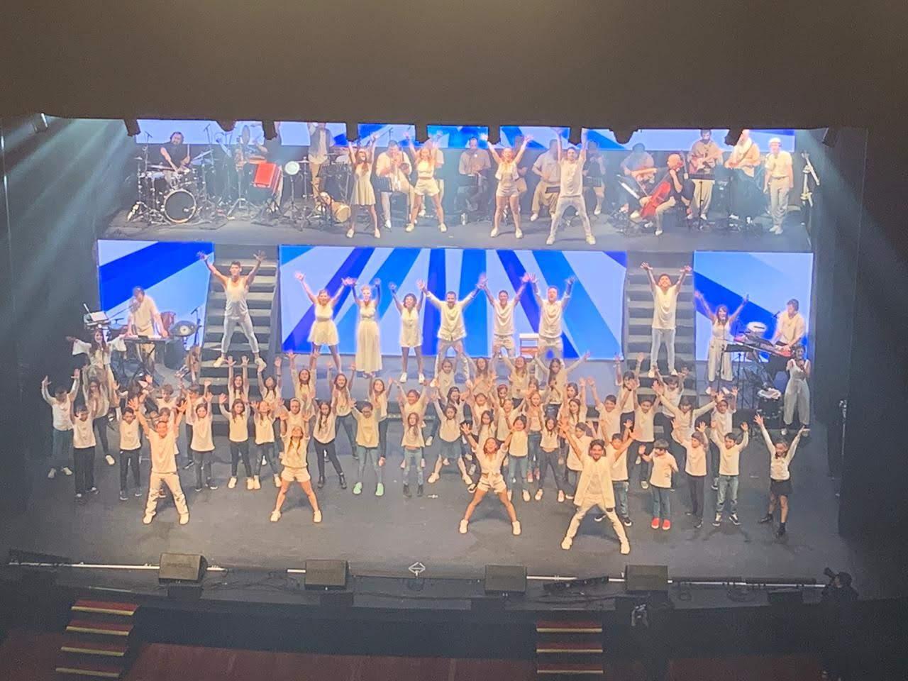 Nuestros alumnos y alumnas brillaron en el Teatro Coliseo