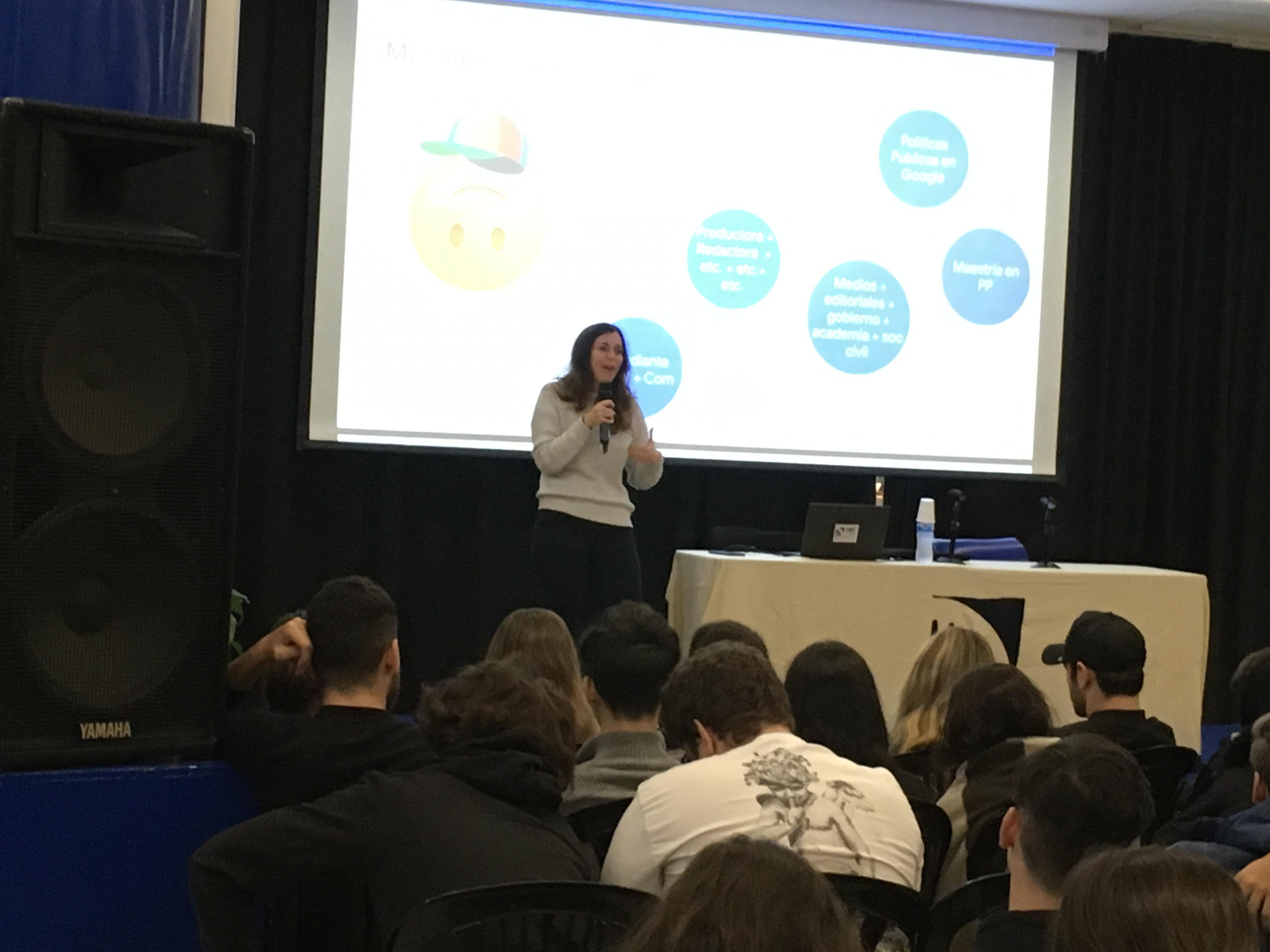 Una nueva Charla Zoom reunión a los chicos de la especialización Producción de Medios de Comunicación
