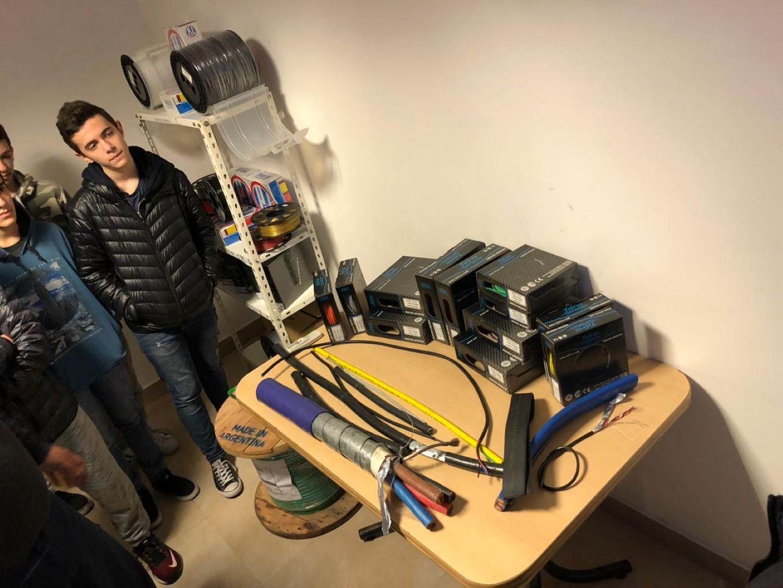 Los chicos de Mecatrónica visitaron una planta de insumos para impresión 3D y aprendieron sobre sus procesos de fabricación