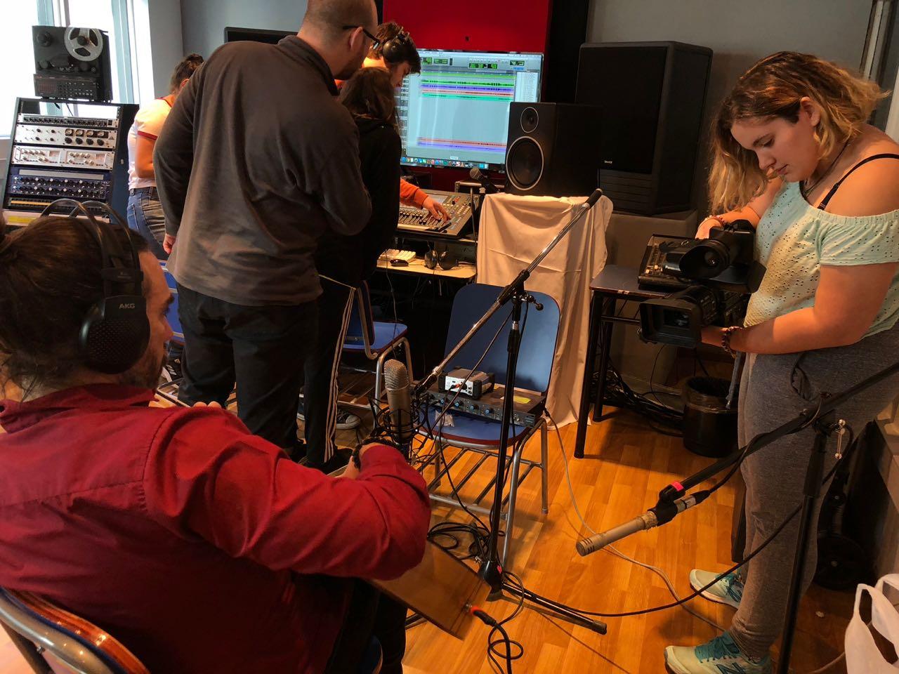 Alumnos de Producción Artística se acercan a su futuro profesional