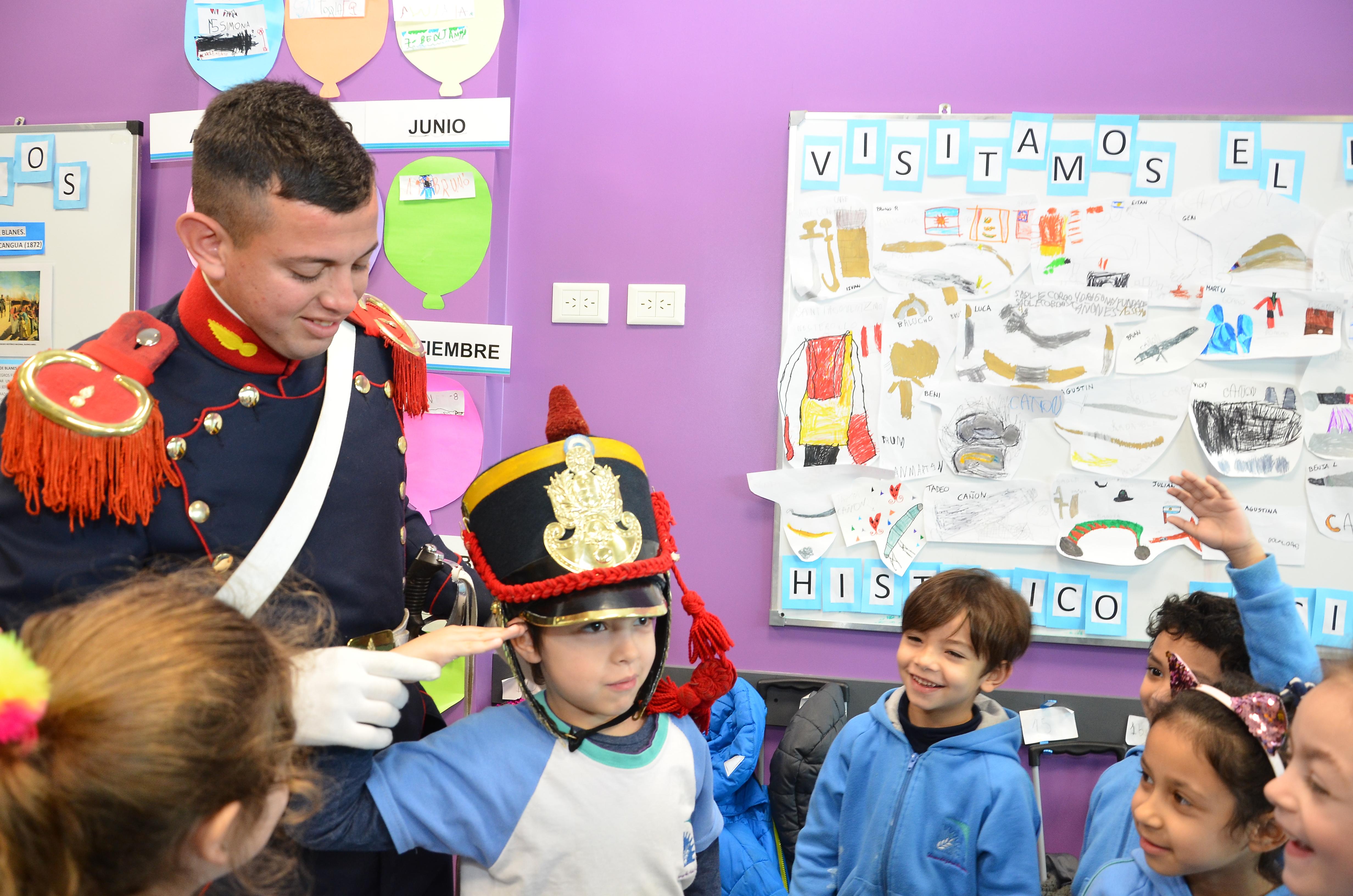 Integrantes del Regimiento de Granaderos visitaron nuestra Escuela