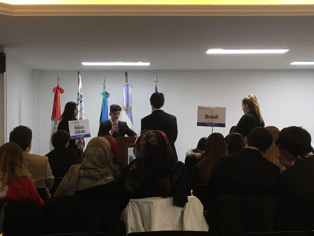 Impecable desempeño de nuestros estudiantes en el Modelo de Naciones Unidas Regional